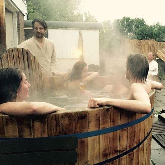 Sauna met kunst, muziek en rafelrandje